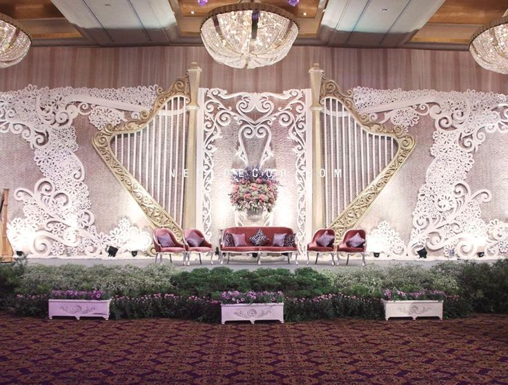 When these musicans celebrated their special night, Nefi wanted to ensure that their guests would experience the world of music, a love that Daniel and Enrica share. The ballroom was dressed in musical notes placed in the flower arrangements as well as in the focal points of the room. A magnificant golden harp was handcrafted and used as the backdrop of the stage, giving this wedding a trully unique look that radiates the couple's passion in music.