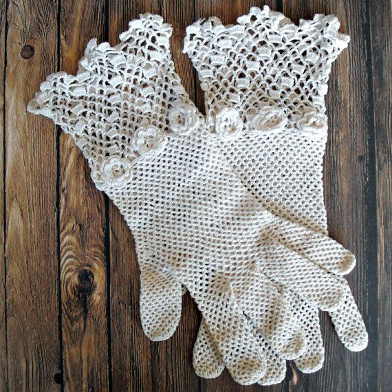 Hey, I found this really awesome Etsy listing at https://www.etsy.com/pt/listing/152968158/vintage-crocheted-gloves-1950s-fancy