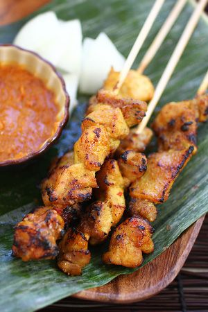 Chicken satay is very popular dish in Asia.Marinated chicken cubes threaded onto bamboo skewers and served with peanut dipping.Yummy!!!!