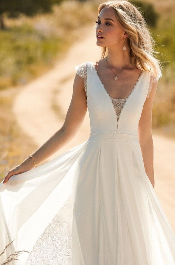 Robe de mariage : Rembo styling — Kollektion 2017 — Faune: Sehr bequemes Jersey Kleid mit feiner Spitze und Boho Rock.