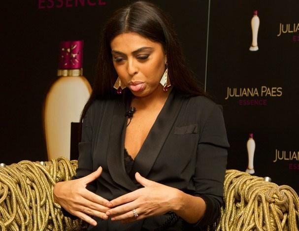 Juliana Paes falou sobre a barriga pós-gravidez. Olha só a cara dela!