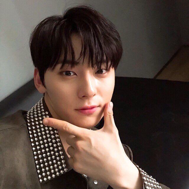 Hwang Minhyun, profile update fancafe❤️❤️
