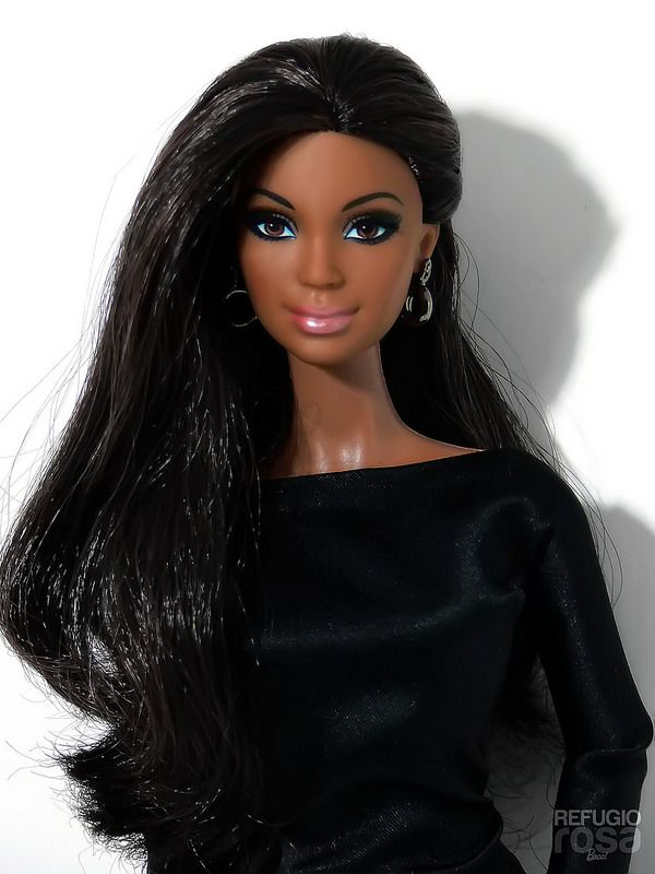 Alma Negra Refugio Rosa Barbie Doll 2014