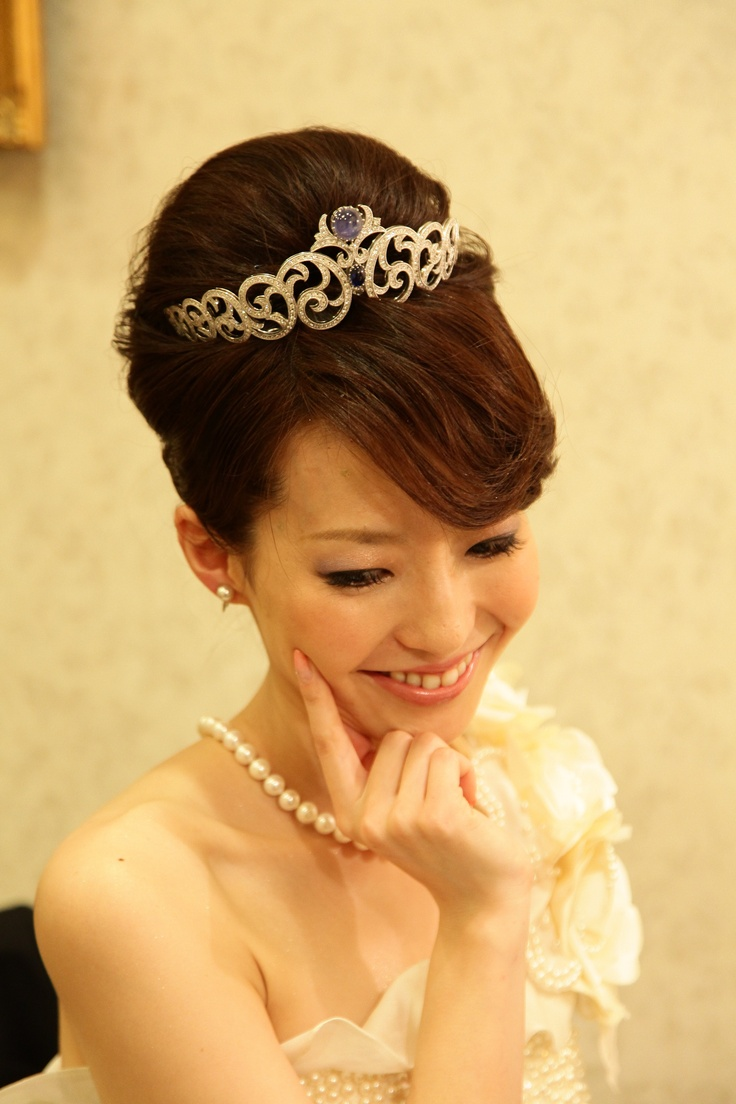 静岡市S様。 「ティアラすっごく輝いてるよ!」 「こんなティアラ付けてる花嫁見たことない!」と言って頂きうれしかったです!