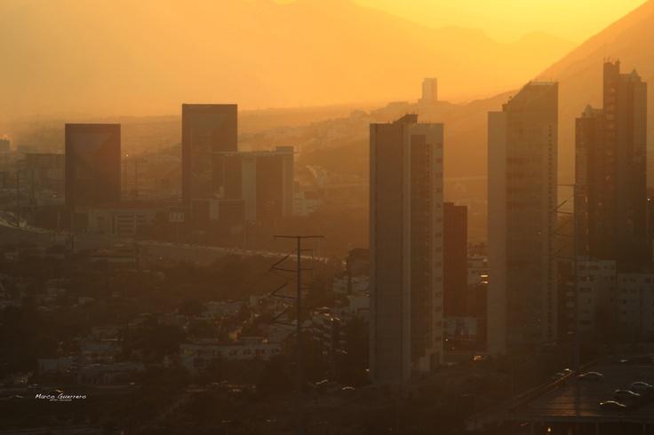 Atardecer al poniente de Monterrey, vista desde el Club Industrial, San Pedro Garza García NL, México. 2012.