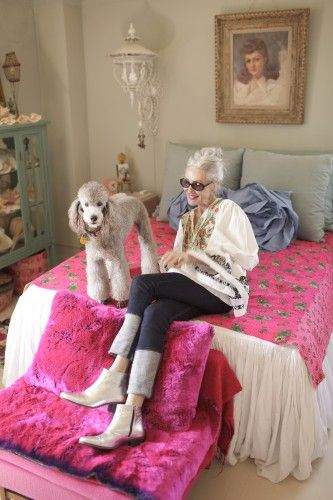 Linda Rodin in her apt. Nor am I the only woman past her half way mark who loves hot pink, light pink, dark pink...