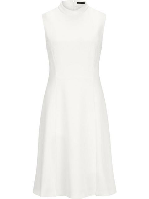 Wir haben Etui-Kleid aus Viskose Jersey auf unsere Seite gepostet. Schaut euch an, was es sonst noch von Strenesse gibt.