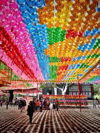 韓国仏教の中で最大宗派の曹渓宗の総本山、曹渓寺。ソウル 旅行・観光のおすすめスポット!