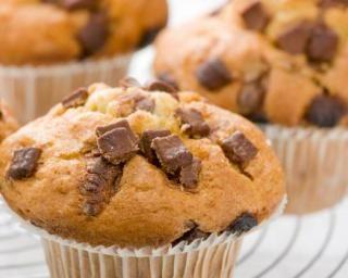 Muffins aux pépites de chocolat sans gluten : http://www.fourchette-et-bikini.fr/recettes/recettes-minceur/muffins-aux-pepites-de-chocolat-sans-gluten.html