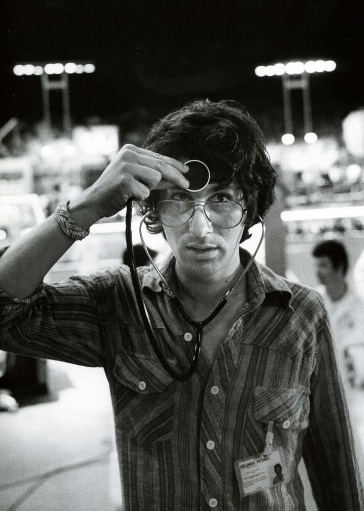 "Steven Spielberg on the set of ""Close encounters of the third kind"" 1977"