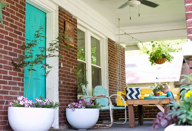 DIY front porch makeover with @Accent Decor planters!