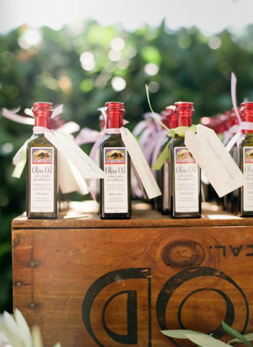 Olive oil favours with vintage looking labels