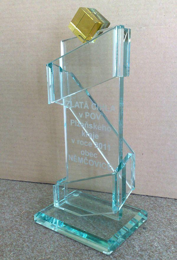 Award trophy design glass awards and trophys design for How to design a trophy