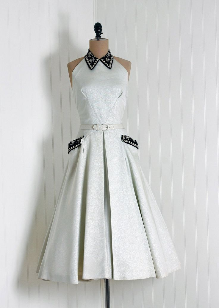 ~1950s Ellen Kaye Dress~  love the pleats
