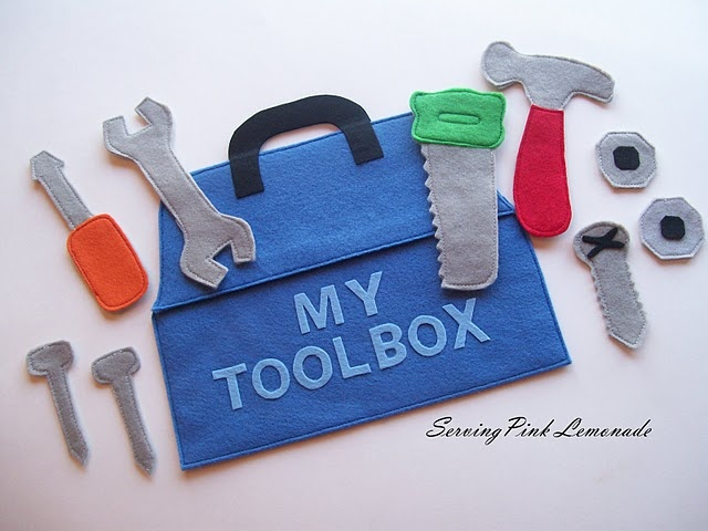 What a cool felt toolbox. This would be cool if you did a themed party to make these for the goodie bags. Actually, the felt bag could be the goodie bag itself, and the goodies would be the tools....and the bag. :-)