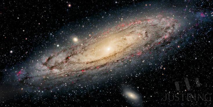 La galaxia de Andrómeda, también conocida como Galaxia Espiral M31, Messier 31 o NGC 224, es una galaxia espiral gigante con un diámetro de doscientos veinte mil años luz y que contiene aproximadamente un billón de estrellas. Es el objeto visible a simple vista más alejado de la Tierra . Está a 2,5 millones de años luz (775 kpc) en dirección a la constelación de Andrómeda. Esta en curso de colisión con nuestra galaxia.