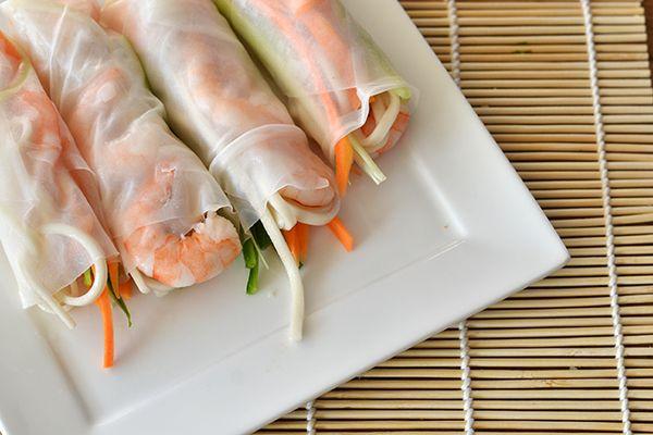Verse loempia's met garnalen || rijstvellen, garnalen, bosuitjes, komkommer, bospeentjes, noedels