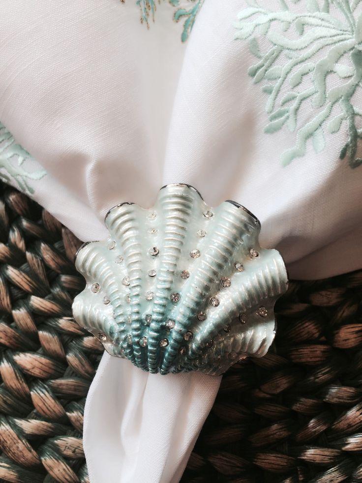 Anel para guardanapo Conha do Mar - caixa com 4 peças <br> <br>Feito em prata com cristal Swarowisky