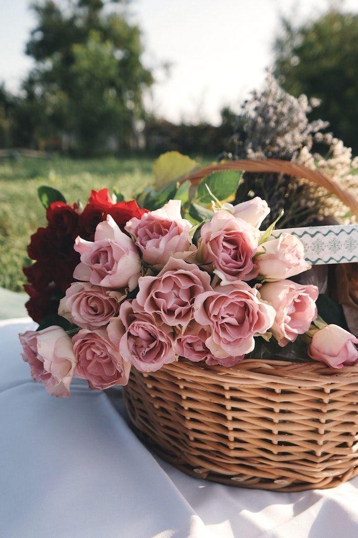 Fond d'écran fleur image de fleur fond d'écran rose pale basket avec roses rouges et roses