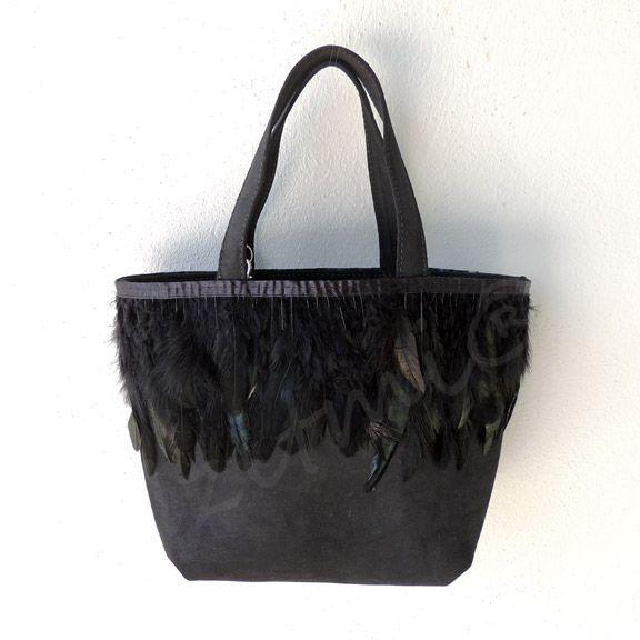 Petit sac cabas noir à plumes noires http://izitmi.com/38-petits-cabas