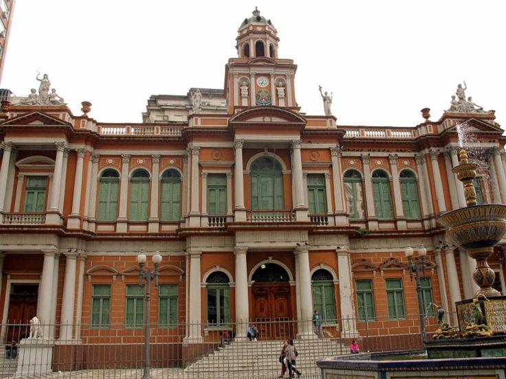 'Viva o Centro a Pé' realiza um passeio com audiodescrição pelo Centro Histórico da capital gaúcha neste sábado, dia 23. Saiba mais