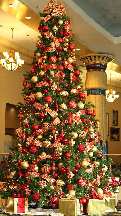 pretty christmas tree in red and gold bebe love