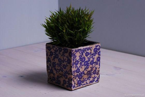 Donica mała szara rustykalna z niebieskim motywem