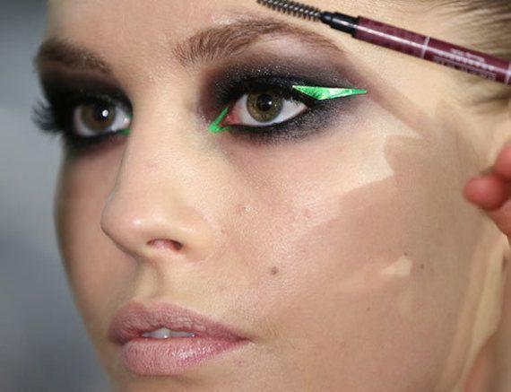 Lindo e cheio de estilo! Aposte no delineador gráfico! #maquiagem #make #style
