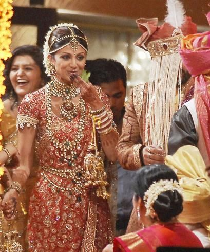 Star Plus Jewellery Designs : According to sources, recently a particular scene was to be shot where Naitik was expecting Sneha to get some jewellery designs for the upcoming wedding For More Visit http://nimsdivine.com/women-fashion/star-plus-jewellery-designs/