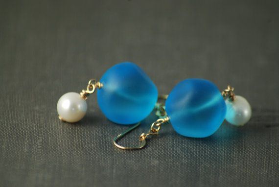 Turquoise color Renaissance reproduction Earrings, glass beads and freshwater pearls, Gold filled findings - Venus - Aqua