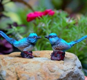 Set of 2 x Fairy Wrens.  Height: 2.5cm Length: 4cm  Made of resin. Suitable for indoor or sheltered outdoor fairy gardens.