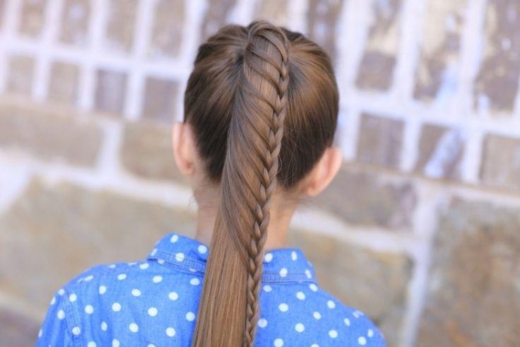 coiffure fille queue de cheval avec une tresse cascade