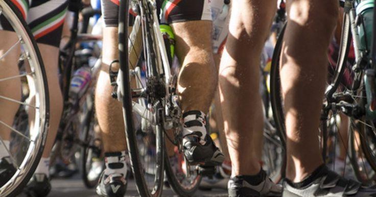 ¿Cuáles son los beneficios de los zapatos de ciclismo?. El calzado de ciclismo es liviano y de suela rígida lo que te permite sujetarlo directamente en el pedal de la bicicleta para una conducción cómoda y eficiente. El material del calzado se hace generalmente de una combinación de carbono o de plástico. Si bien hay muchos estilos y precios, la mayoría encontrará que cualquier calzado de ciclismo, sin ...
