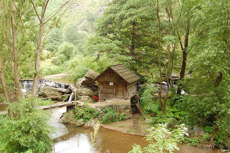 Rudaria Village (or Eftimie Murgu) in Caras-Severin, all the houses have water mills, is a dream...