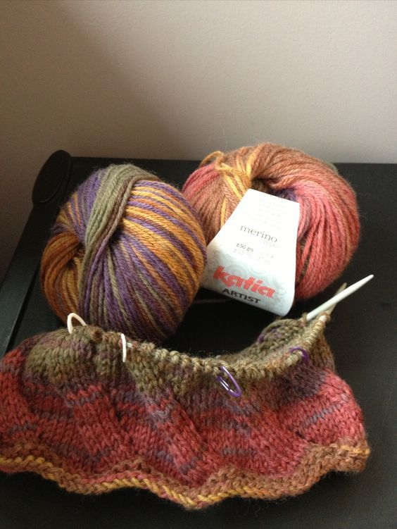 Simples e super macio ... capuz. [pattern from Ravelry Birthday Cowl by Nova Seals]...