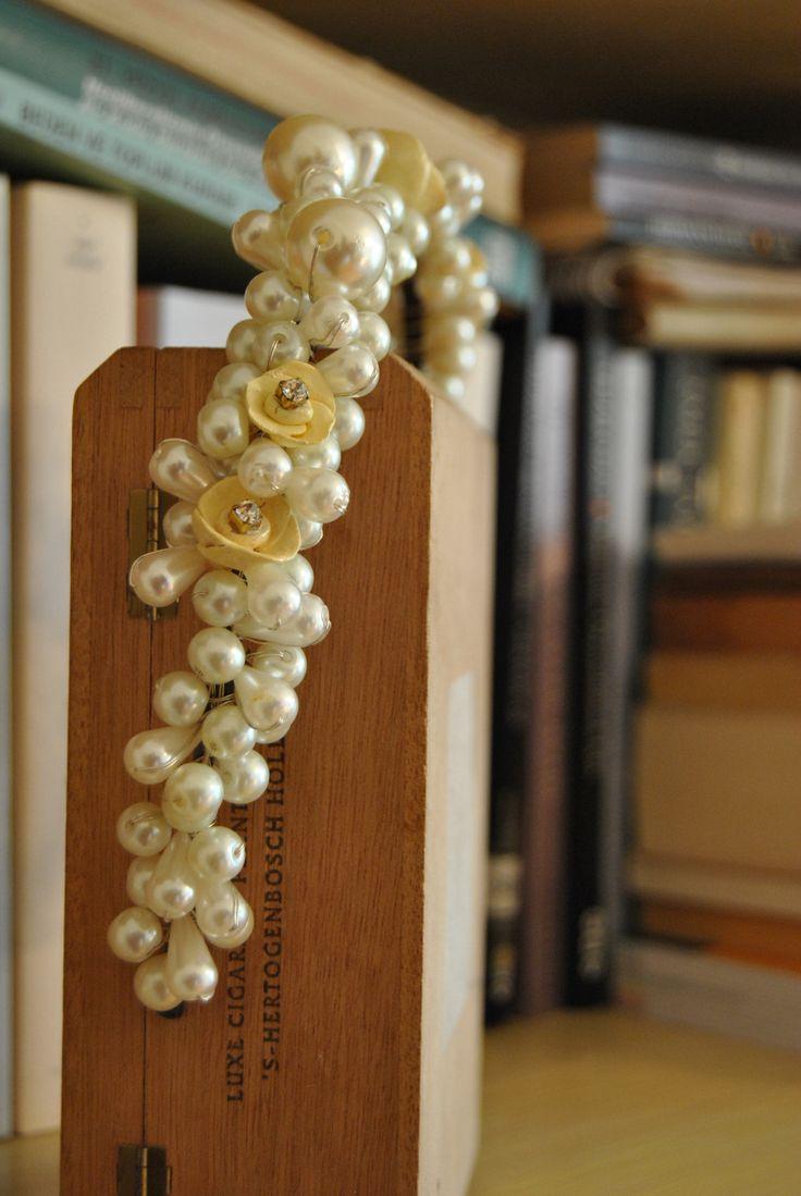 on:  https://www.facebook.com/mrs.mimosa/  https://www.etsy.com/shop/MrsMimosaDesign  #MrsMimosa #colorful #pins #accessories #womaninred  #brooches #pins #handmade #yakaiğneleri #elyapımı #broşlar #bijoux #bijüteri #redflowers #japaneseflowers #weddingcrown #floralcrown #gelintacı #türbantacı #handmadecrown #hairaccessories