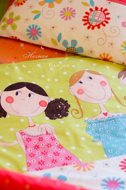 Комплект в кроватку детское постельное белье `Друзья`. Хотите хорошее настроение для себя и своего малыша? Яркие, сочные краски и весёлые рожицы на этом постельном белье обеспечат вам его с лихвой!  Очень позитивный дизайнерской принт!     Я сшила этот комплект из материала…