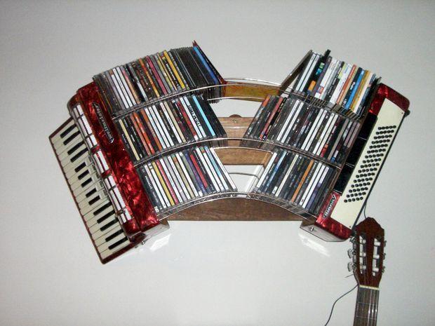 accordian cd shelf eine idee ein ausrangiertes akkordeon als cd regal zu verwenden aus einer