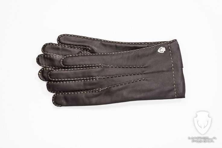 Hand Made Glove - Mariela Pokka - luxury fashion made of reindeer leather