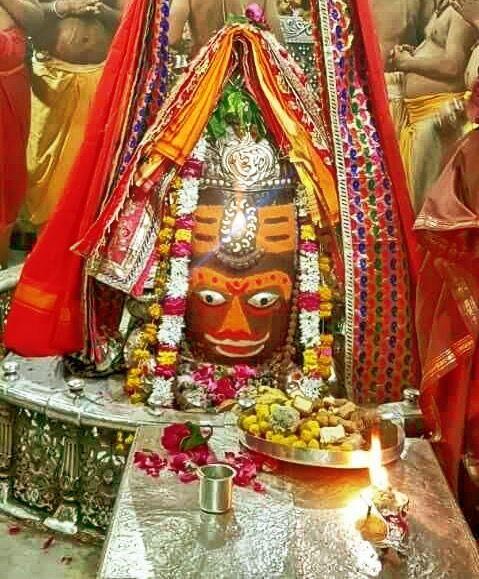 #Bhasma #Aarti pic of Shree #Mahakal #Ujjain - Apr. 08      . . .Follow our FB page: www.facebook.com/ujjaintravel   . . . #शिव#उज्जैन#महाकाल#ॐ#mahakal#mahakalcity#ujjain#loveujjain#ujjaindiaries#Mahakaleshwar#shiv#shivratri#shiva#omnamahshivay#bholenath#jaimahakal#jaibholenath#harharmahadev#mahadev#travel#tourism#MPTourism#ujjain_travel#temple