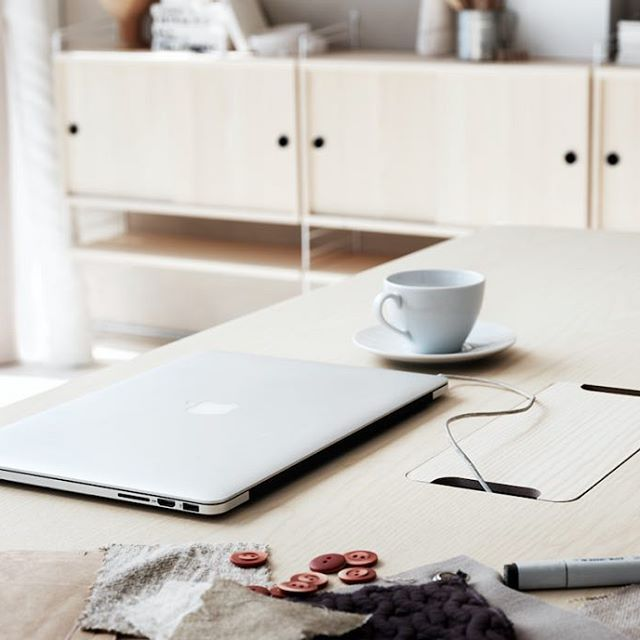 Los lunes son menos duros si tu ambiente de trabajo se adapta a tus necesidades. Nuestra propuesta es String Works. Al igual que la estantería modular, es configurable y se adapta a todos los espacios, haciendo de tu entorno laboral más funcional y practico. #DomésticoShop #design #designinterior #interiordesign #interior4you #interior123 #interiordecor #interiorstyling #instahome #home #nordichome #interiorlovers #decoration #love #styling #homedecor #interiorinspiration #color #homestyle…