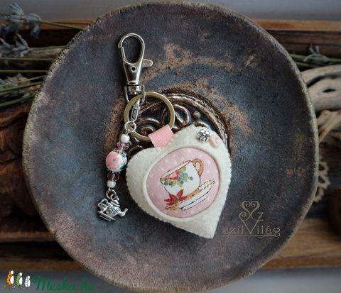 Szív kulcstartó táskadísz pasztell rózsaszín hangulatban teáscsésze mintával (szilvilag) - Meska.hu