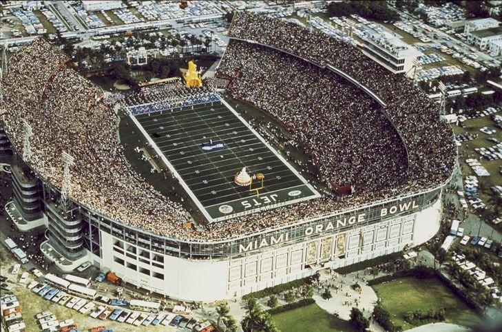 """47 лет назад """"Джетс"""" (Нью-Йорк) одержали победу в Super Bowl III, сенсационно обыграв """"Кольтс"""" из Балтимора.  #история #США #Америка #NFL #НФЛ"""