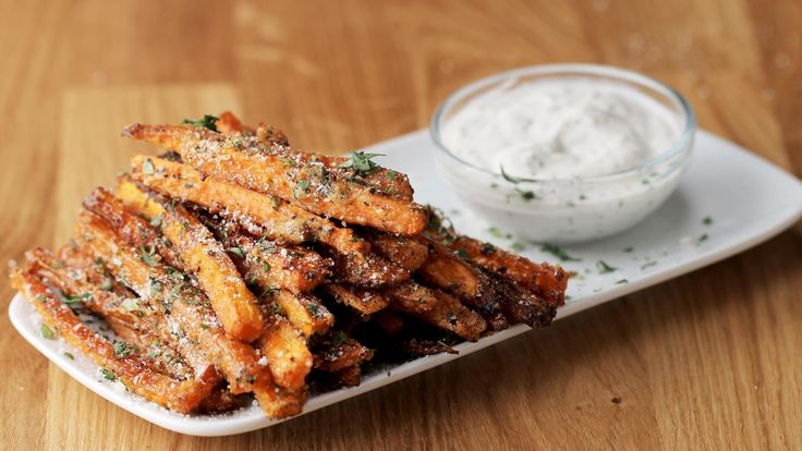 Here is what you'll need! Garlic Parmesan–Baked Carrot Fries Serves 2 INGREDIENTS 2 carrots 1 tablespoon oil ¼ cup parmesan cheese 1 tablespoon garlic powder 1 teaspoon pepper ¼ cup fresh parsley, chopped ½ teaspoon salt Dipping Sauce 2 tablespoons greek yogurt 1 tablespoon lemon juice ½ teaspoon garlic salt 1 teaspoon pepper PREPARATION Preheat …
