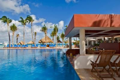 All-inclusive honeymoon packages under $2,000: Grande Oasis Viva in Cancun, Mexico