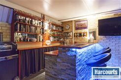 #bar great for entertaining  To view more of this property check out www.RegalGateway.com #harcourts #realestate