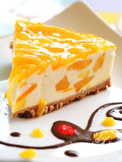 Cheesecake with mango - Fresco, soffice e golosissimo. Il Cheesecake al mango è un dessert squisito, ideale quando si ha voglia di un dolce un po' esotico… #cheesecake #cheesecakealmango