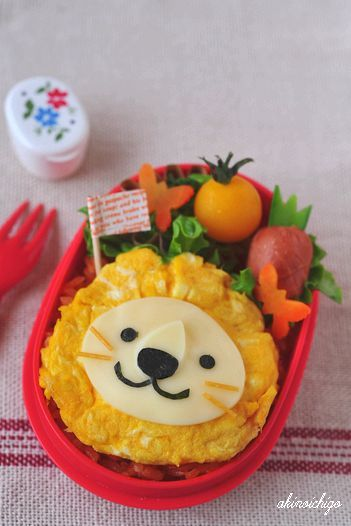 {Step by step photo tutorial} Lion Bento (Made from egg omelet & cheese)   #Bento #Lunch #Kids