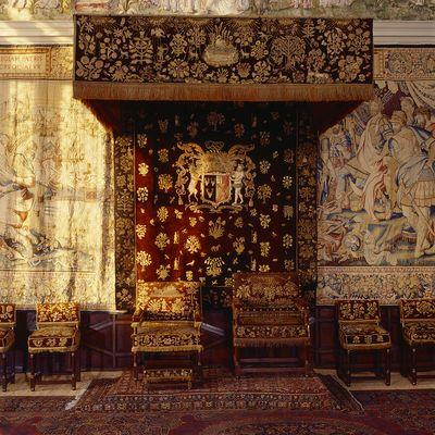 Elizabethan bed canopy (belonging to Bess of Hardwick)