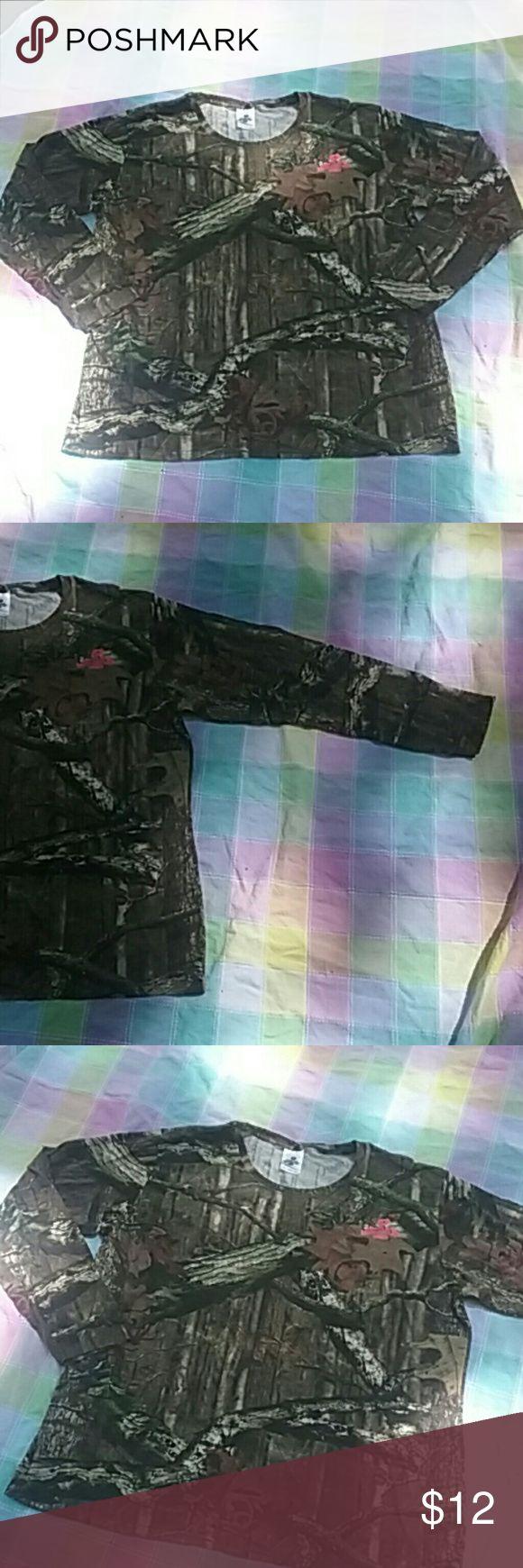 Women's Mossy Oak Long Sleeved Camo Shirt 2XL Camo long sleeved shirt by Mossy Oak. 2XL Mossy Oak Tops Tees - Long Sleeve